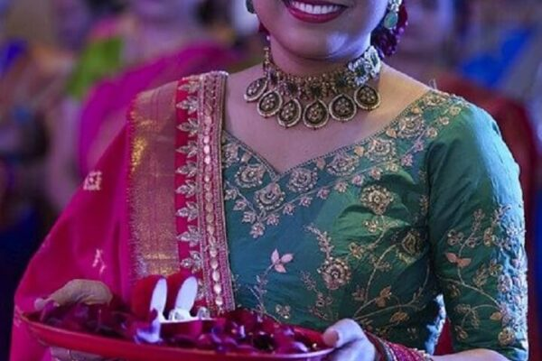 Top 6 Traditional Dresses that are Perfect for Diwali Celebration